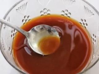 剁椒酱烧豆腐,小碗中调入酱油、醋、糖、玉米淀粉和少许盐搅拌均匀,再添入清水搅拌均匀,酱汁就调好了