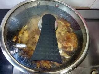 红烧鸡爪,盖上盖,中小火煮20分钟
