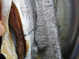 #年年有鱼#茄汁带鱼,去除内脏