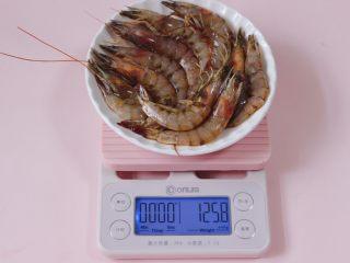 茼蒿海虾木耳小炒,海虾我用了125克。