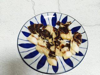 #猪五花#腊味爆荷兰豆,腊肉洗净切薄片