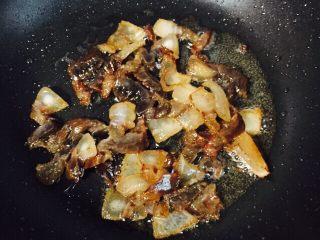 #猪五花#腊味爆荷兰豆,小火煸炒至透明