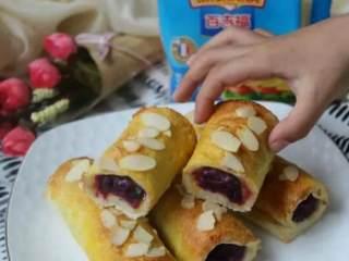 紫薯芝士卷, 小朋友闻香而来,迫不及待要吃了