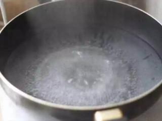 灌汤小笼包,另煮一锅水;
