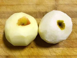 开胃辣白菜,苹果和梨洗净去皮待用