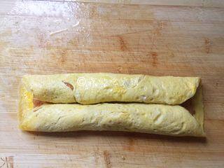 如意鸡胸肉蛋卷,二边的分别向中间卷