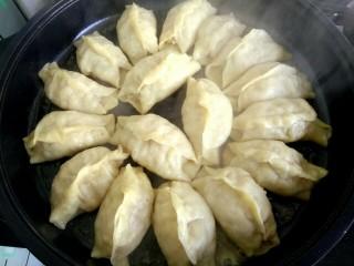 #猪五花#  白菜猪肉锅贴,把水耗干,底部焦黄,即可关火出锅
