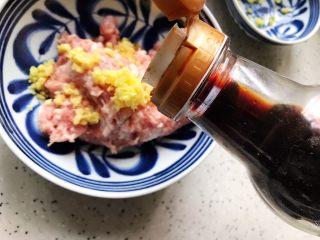 肉糜豆腐炖鸡蛋,加适量生抽