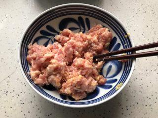 肉糜豆腐炖鸡蛋,搅拌均匀