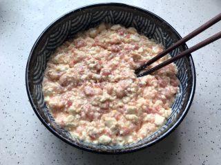 肉糜豆腐炖鸡蛋,搅拌均匀,可以稍微搅拌的烂一点