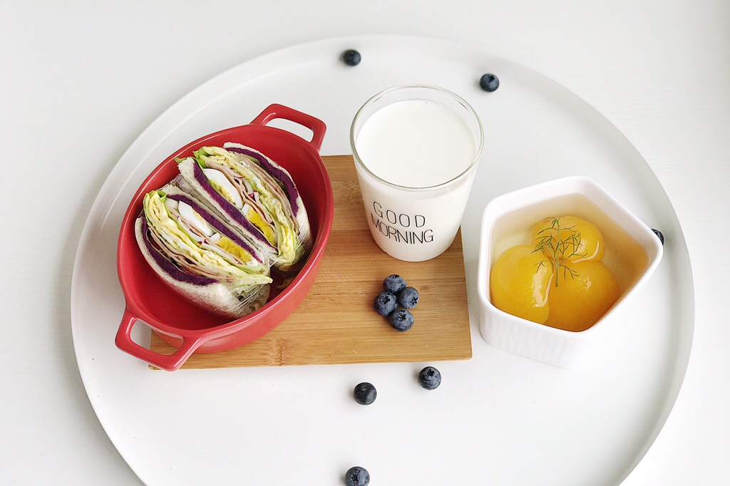 爱的沼夫三明治,一份爱意满满的三明治 搭配一杯牛奶 和时令水果</p> <p>情人节更加元气满满
