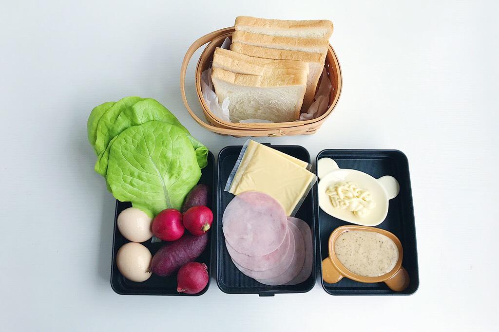 爱的沼夫三明治,食材准备:</p> <p>原味吐司6片 生菜1颗 紫薯2根 樱桃萝卜3个 鸡蛋2个 芝士4片 火腿4片 色拉酱/千岛酱适量