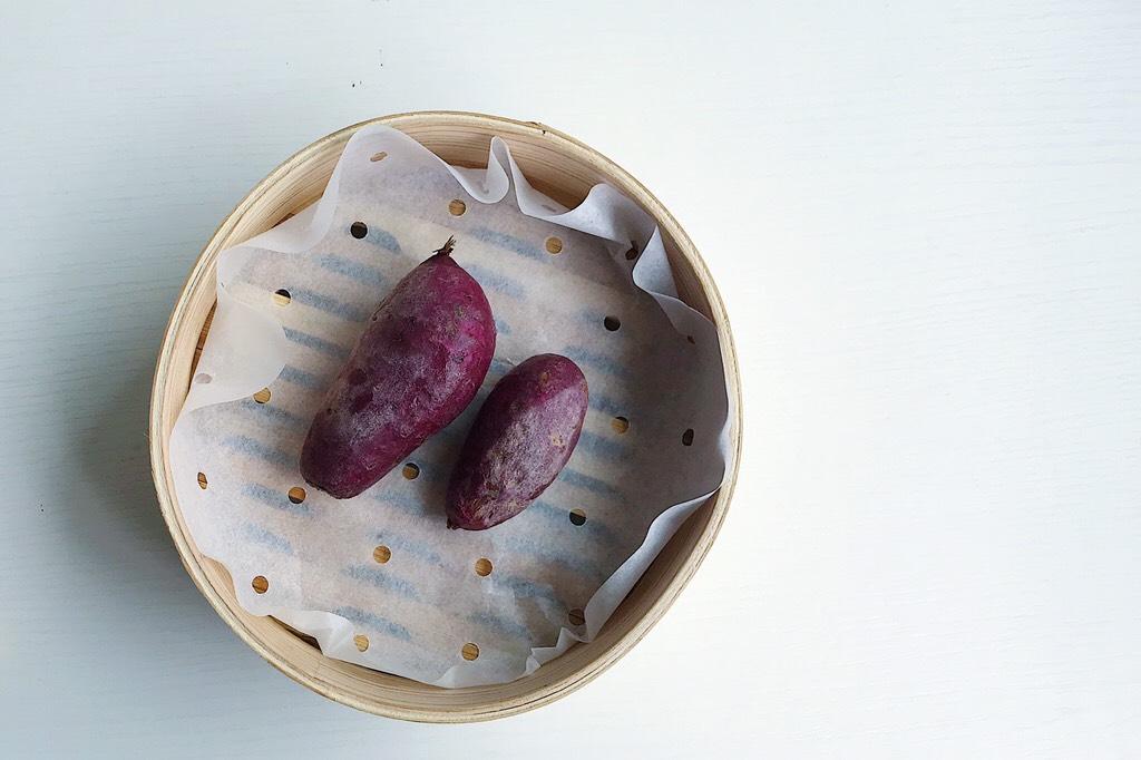 爱的沼夫三明治,紫薯上蒸锅蒸熟 </p> <p>(当然赶时间可以和鸡蛋一起蒸熟呀)