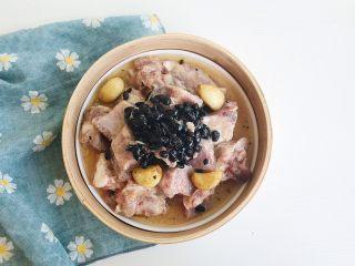 茶食之豆豉蒸排骨,家里有蒸屉的就放蒸屉 没有的直接上锅蒸