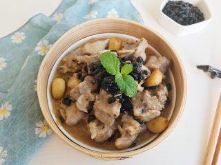 茶食之豆豉蒸排骨,经过淀粉包裹的排骨细嫩多汁 炸炒过的豆豉和蒜粒香味浓郁