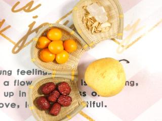 秋冬润肺止咳饮 金桔雪梨汤,准备食材,如果是给小宝宝喝,冰糖减量。