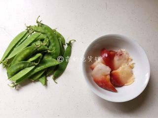 红绿配 荷兰豆拌北极贝,食材