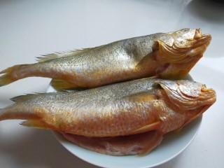 年年有鱼  红烧黄花鱼,买回两条大黄花鱼,自己处理干净。
