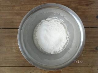 彩绘玫瑰蛋糕卷,过筛加入低筋面粉,用手抽搅拌均匀