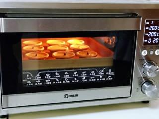 会爆浆的脏脏蛋挞~咬一口细滑醇香,上下200°烤20分钟。(时间及温度仅供参考)