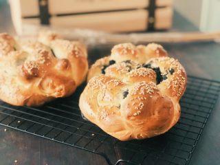 黑芝麻辫子面包,成品图。