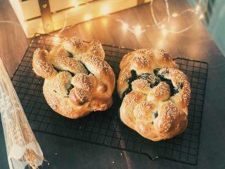黑芝麻辫子面包