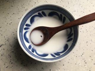 菌菇豆腐羹,准备一小碗水淀粉