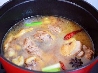 红烧鸭子,加入适量的清水,没过食材即可
