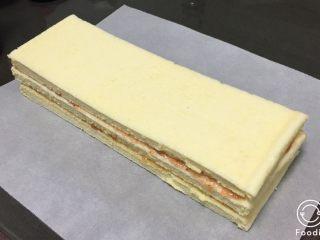 果酱奶酪蛋糕,再覆盖一片。