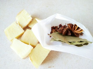 #猪年#花生猪皮冻,准备一个调料包,花椒八角和香叶