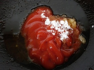 #猪里脊#锅包肉,锅内留一些底油,放入番茄酱、白糖、白醋