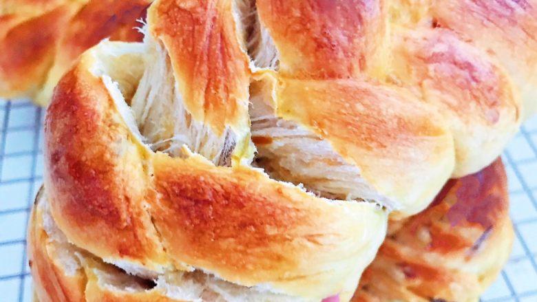 杏脯辫子面包,杏脯辫子面包超级柔软,拉丝效果极好,香甜松软~