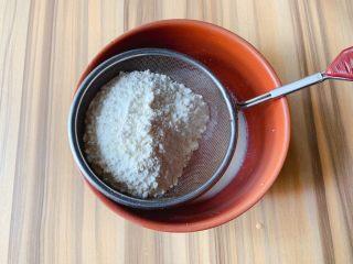 蛋白蛋糕,过筛加入低筋面粉