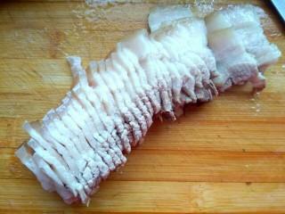 #猪年##猪五花# 蒜泥白肉,五花肉切成薄片