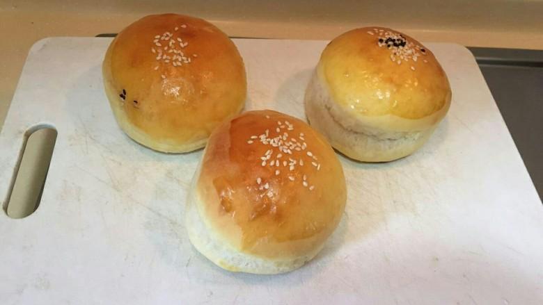 布里欧修黄油汉堡包🍔,准备汉堡面包,这次我用的是我自己做的布里欧修黄油面包(有分享过菜谱可以看下,谢谢)也可以用超市买的