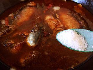 #年年有余#酱焖鲫鱼豆腐,放盐调味
