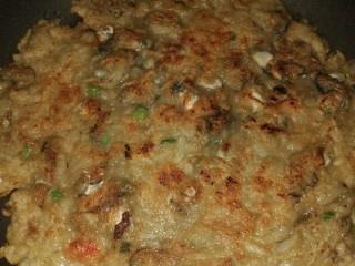 肉虾&蚝烙煎,两面金黄,关火,摆盘,开吃。