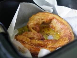 泡菜烤肉卷,预约好的烤肉再回热一下,再切长条或是薄片都可以。