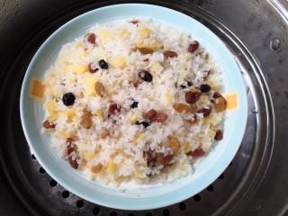 菠萝糯米饭,大火蒸30~40分钟左右。