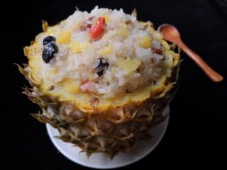 菠萝糯米饭,大火蒸10分钟即可出锅。