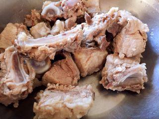 #猪年#腐乳汁烧排骨,排骨焯水后捞出洗净沥干水分