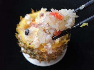 菠萝糯米饭,颗颗都晶莹剔透。