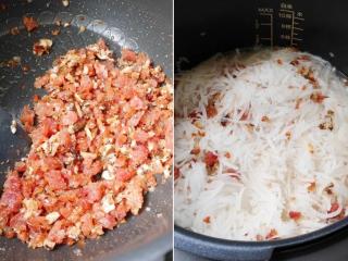 港式萝卜糕,万用锅内锅加油,按「无水烹调」选「烤肉」,按「开始烹飪」,油热先炒香腊肠、再加入香菇及虾米拌炒。倒入全部萝卜丝翻炒,加糖1/4茶匙及水350ml拌均匀。合盖将萝卜丝煮至变软呈半透明(约煮10分钟)。按「保温/取销」。