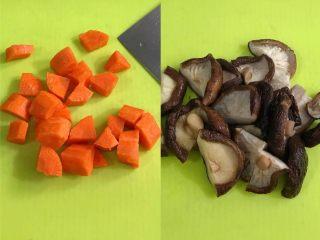 四喜蒸饺,把胡萝卜去皮切块,香菇要提前泡发好,也用刀切下。