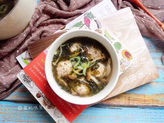 紫菜蟹味菇鸡丸汤