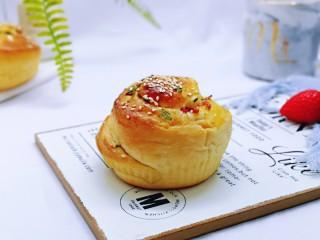 沙拉火腿面包卷,取下纸托,香香哒~早餐来一个,能量满满一整天。