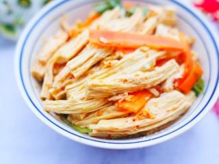 超级爽口的凉拌腐竹,非常好吃哦。