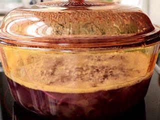 紫薯银耳糊/羹,继续小火煮10min,大概就是煮至紫薯软烂即可  tips:具体时间,根据自己切的紫薯丁的大小而定