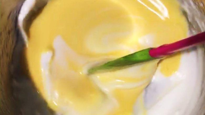 浅湘食光&日式舒芙蕾松饼,拌匀后全部倒入剩余的蛋白中拌匀