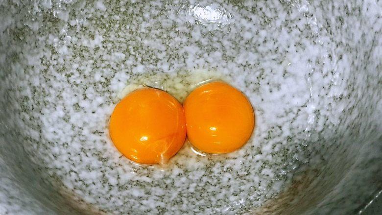 浅湘食光&日式舒芙蕾松饼,<a style='color:red;display:inline-block;' href='/shicai/ 9'>鸡蛋</a>的蛋黄和蛋白分离